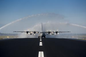 Eindhoven, 16 juni 2016. 1e landing na baansluiting Vliegbasis Eindhoven.